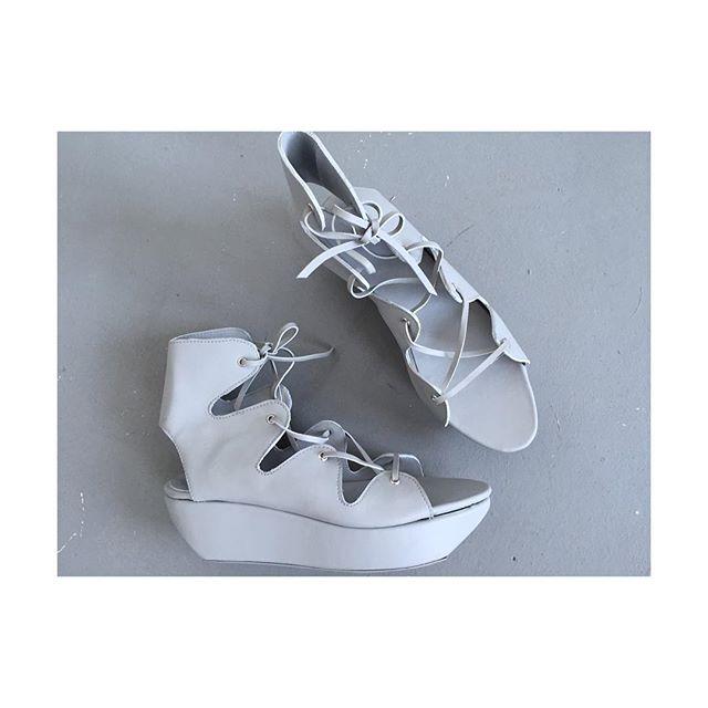 That time I made my lowest shoes yet, to accompany the gorgious clothing from @nannavanblaaderen  #denizterli #designershoes #handmade #gladiatorsandals #nannavanblaaderen #woolmarkprize #grey #leather #laceup #rotterdam