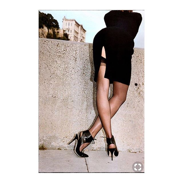 One of my favorite Helmut Newton pictures. It's mysterious: suggestive and explicit at the same time, my favorite kind of sexy! #denizterli #helmutnewton #vogue #inspiration #sexy #mysteriouswoman #highheels #designershoes #femmefatale #ass🍑 #rotterdam