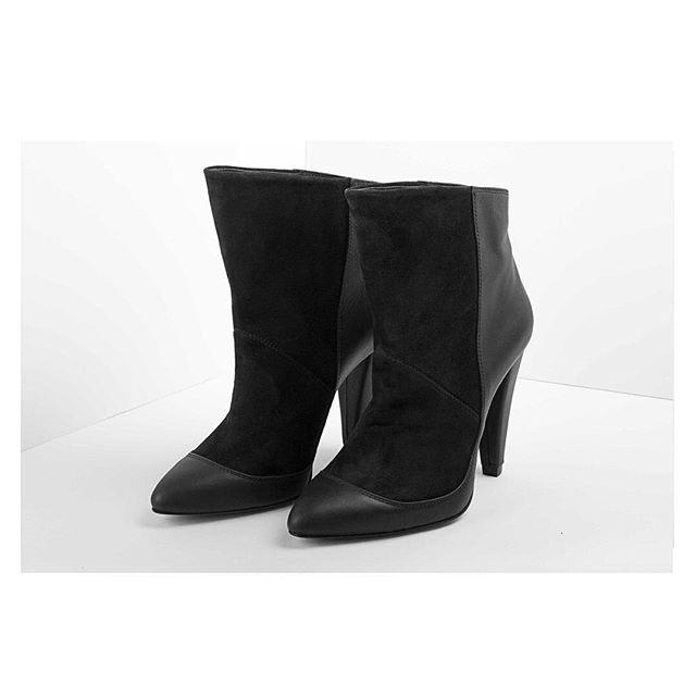 Janet Booty on a friday afternoon  #denizterli #designershoes #janetjackson #leatherboots #suedeboots #highheels #luxuryfootwear #handmade #suede #rotterdam #istanbul #turkishdutch