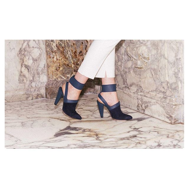 Anjelica strap on is still available at the webshop! #denizterli #designershoes #footweardesigner #luxuryfootwear #anjelicahuston #suedeheels #highheels #girlboss #navyblue #rotterdam #istanbul #turkisharabic #dutchie