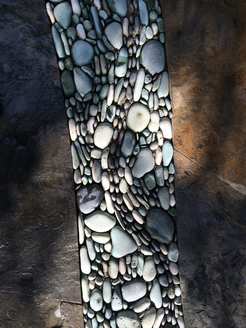 Blended pebble detail