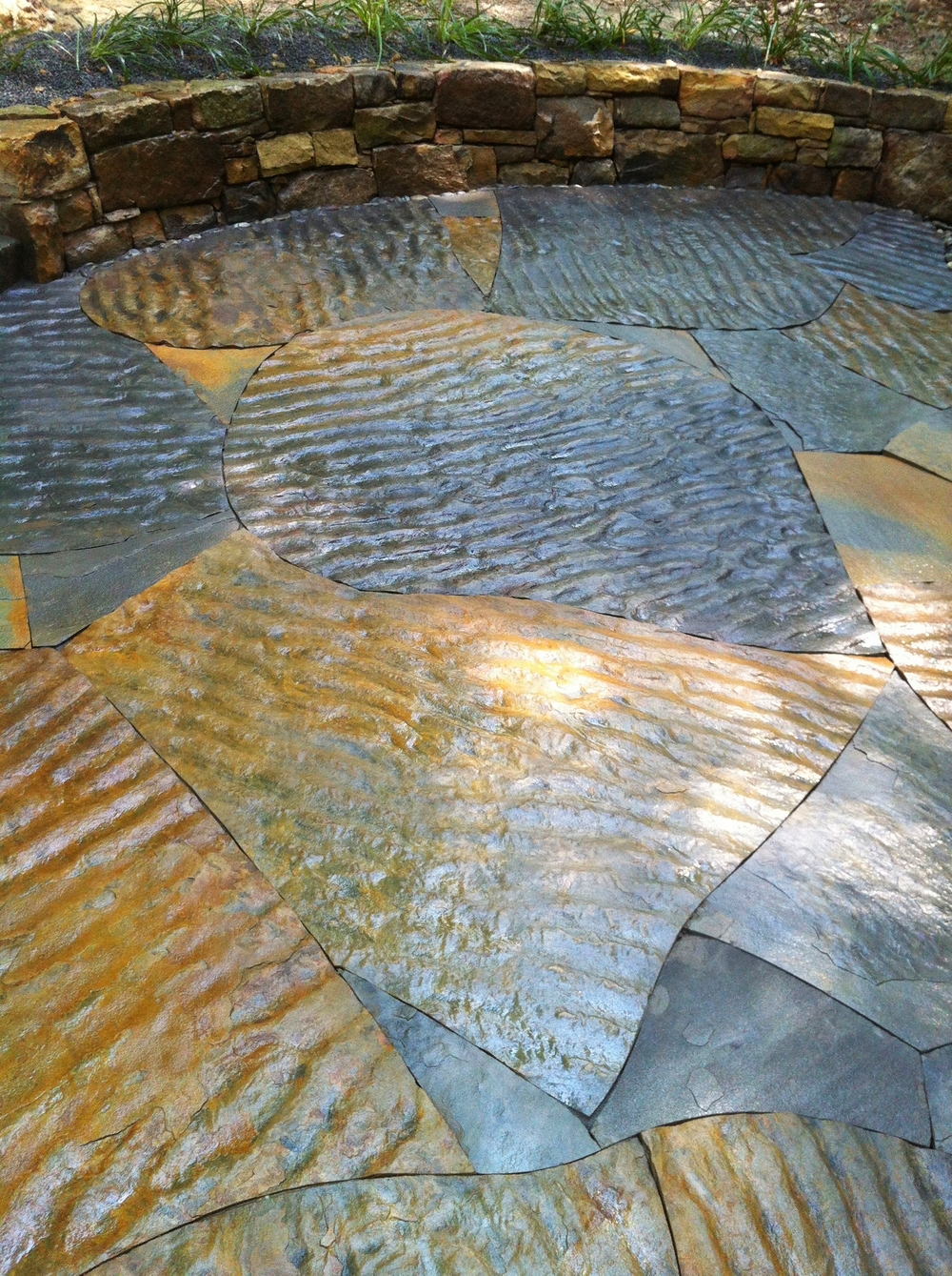 Dry laid patio with rippled flagstone