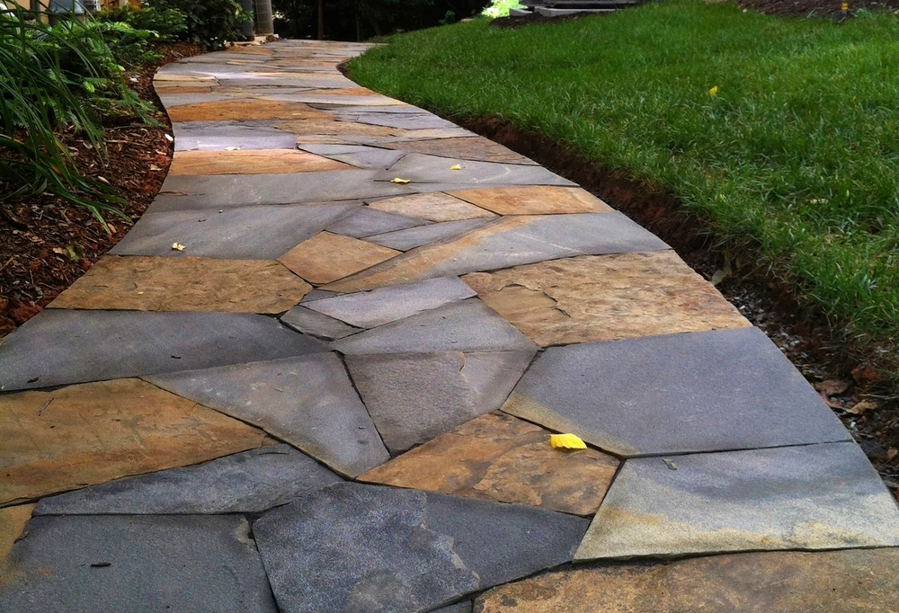 Dry laid walk with blended flagstone