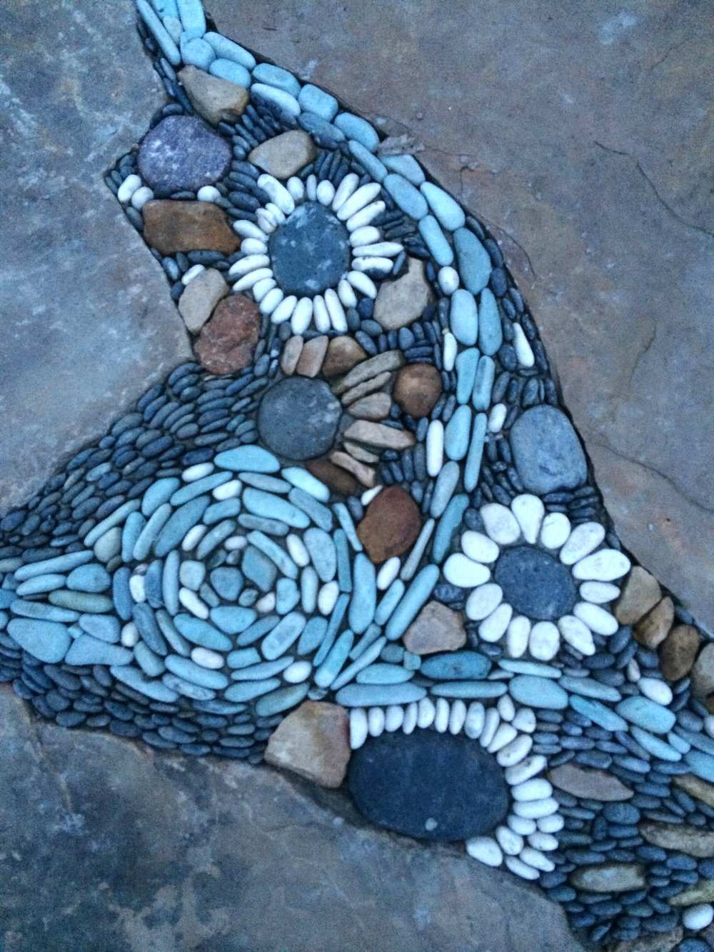 blend of pebbles and flagstone