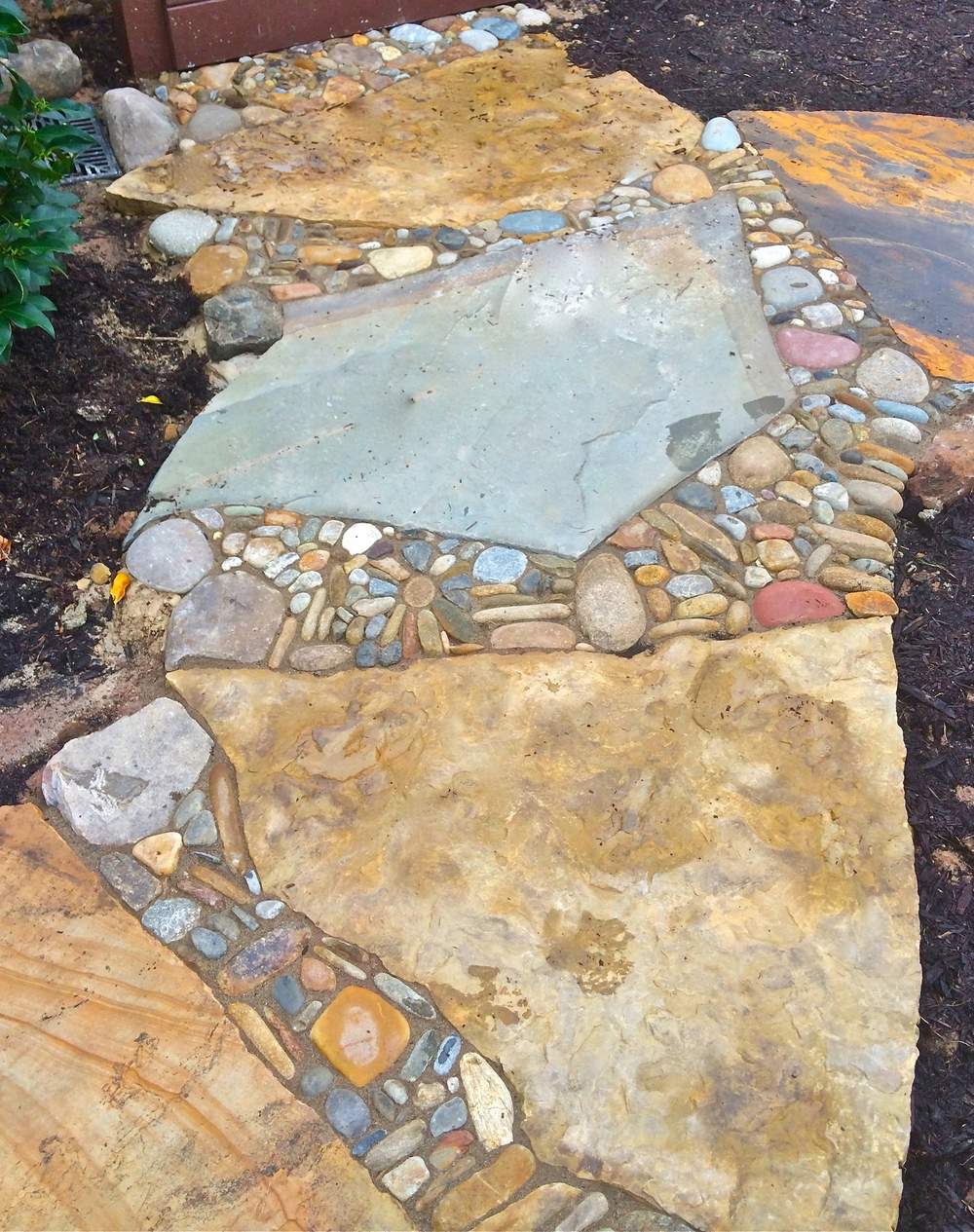 Pebbles accent large flagstones