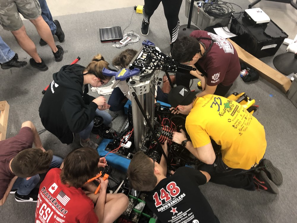 Here you can see 7 Robowranglers all trying to get their projects done during one of the brief moments when the practice robot was off-duty.  Very cool.