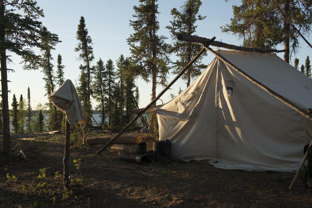 Dechinta outcamp at Blachford Lake.