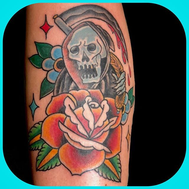 My old homegirl @nikknackk__  got this super fun reaper tonight. Little@homie smells like roses! Thanks a million times for getting tattooed and for getting rad shit!  DM or email deaddreamnation@gmail.com to set something up!  Thanks for looking. 👁 🌝 🌖 🌗 🌘 🌚 🙏🏻 #bonumvitae  #stayposi #americanclassictattooandbodypiercing #athensga  #athenstattoos #traditionaltattoos #realtattoos #tattoo #gatattooers  #athenstattooer  #americantraditionaltattoos #traditionaltattoos #reapertattoo  #rosetattoo #skulltattoo