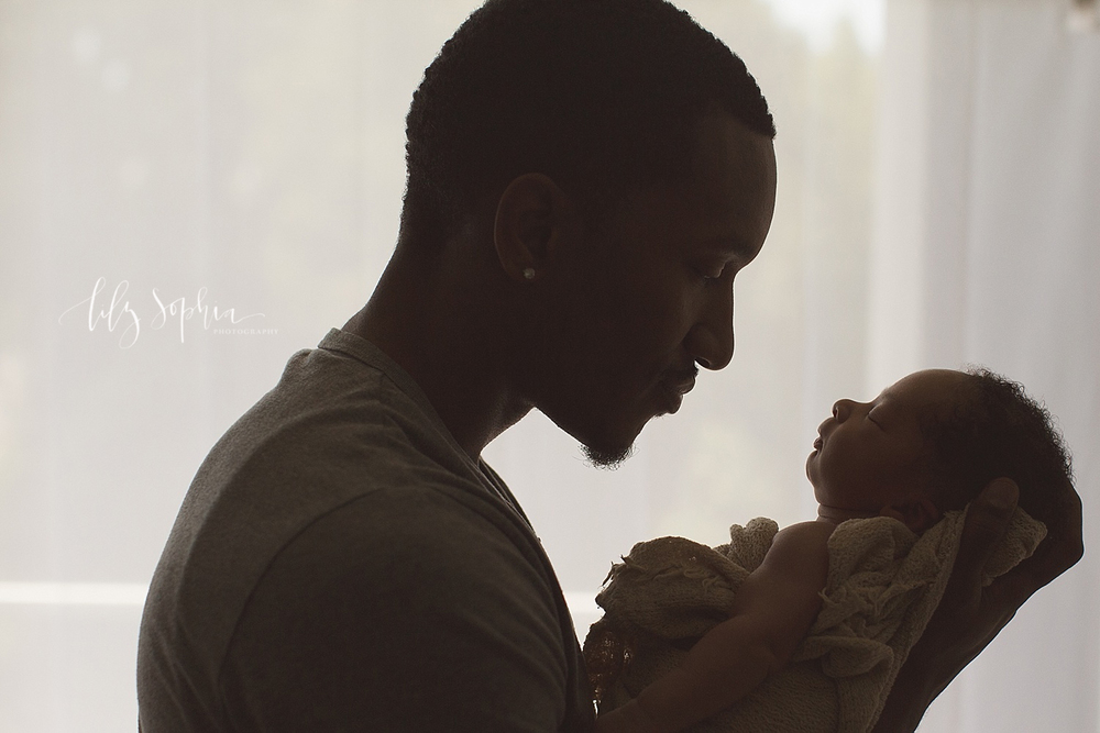 father-newborn-in-hands