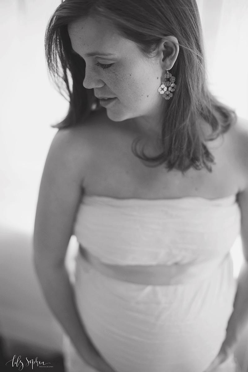 maternity-photos-tasteful-classic-atlanta-photography-studio-pregnancy