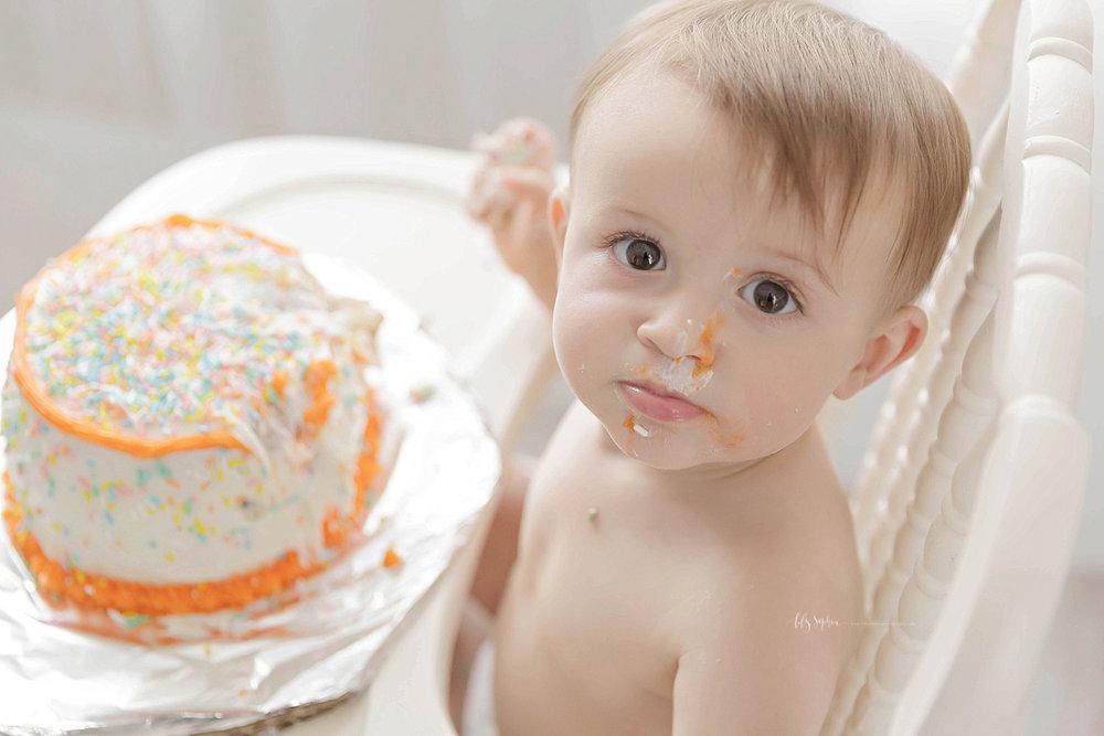 atlanta-georgia-natural-light-studio-grant-park-cake-birthday-smash-family-tulle-photographer-baby-girl_1319.jpg