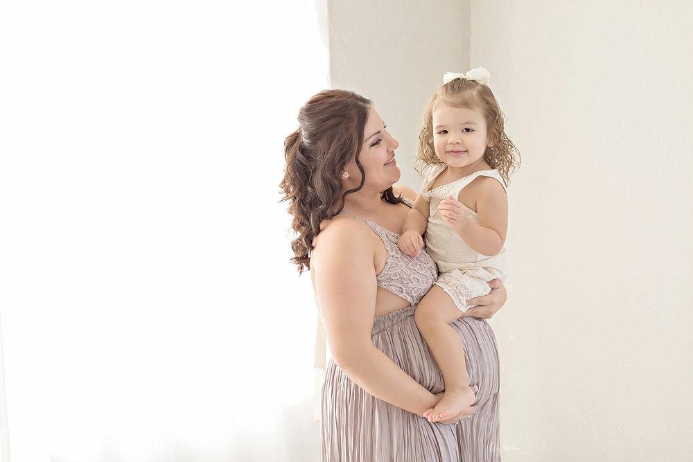 atlanta-georgia-natural-light-studio-newborn-baby-girl-maternity-sister_2684.jpg