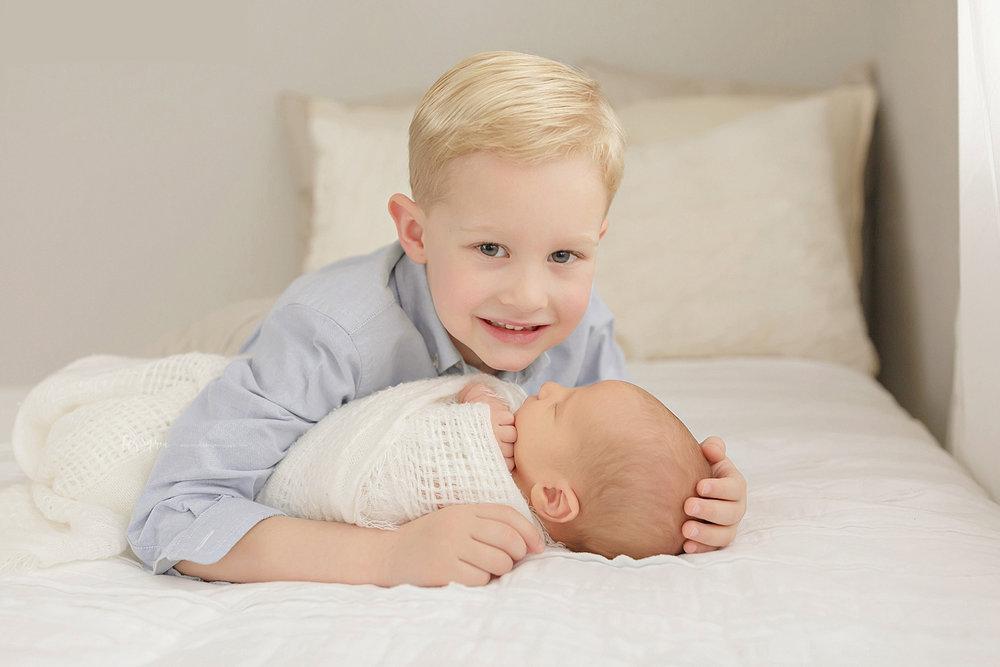atlanta-georgia-natural-light-studio-newborn-baby-boy-family-brothers_2626.jpg