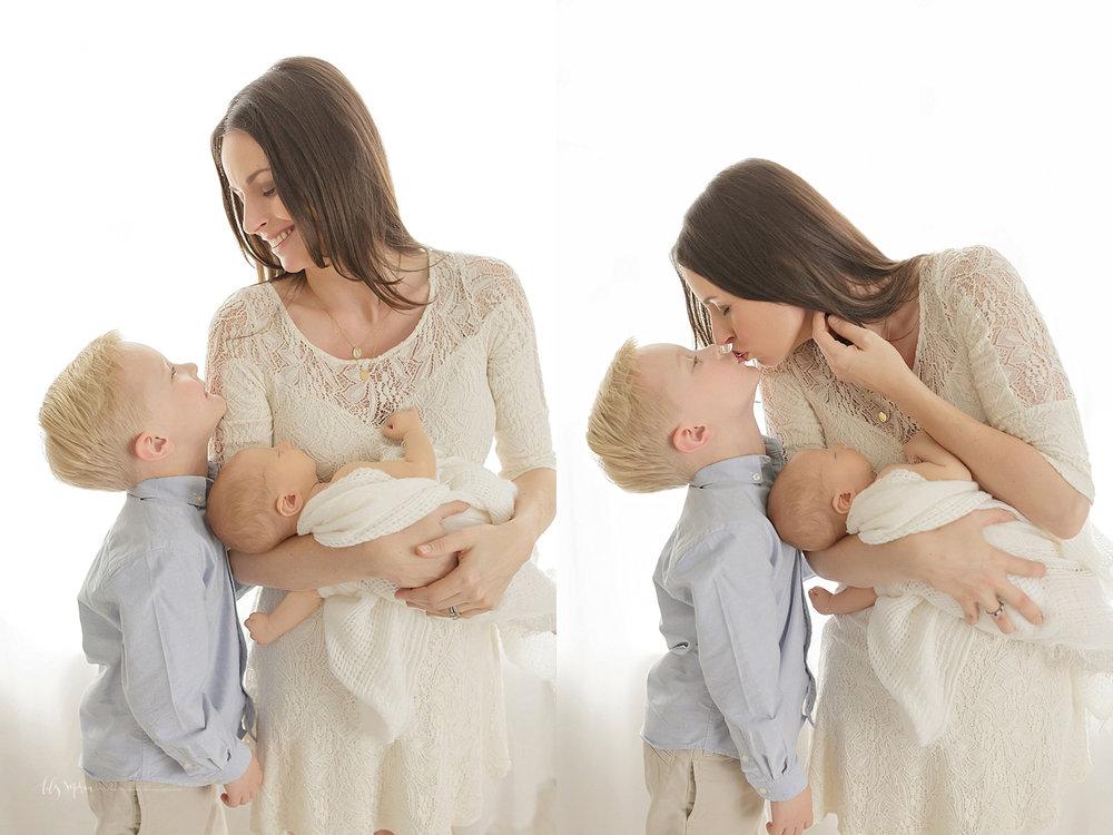 atlanta-georgia-natural-light-studio-newborn-baby-boy-family-brothers_2636.jpg
