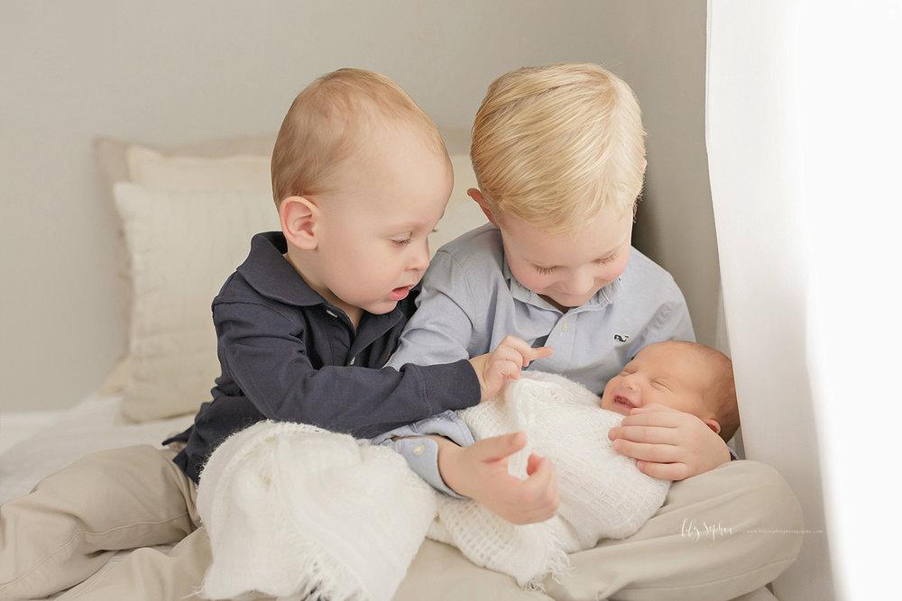 atlanta-georgia-natural-light-studio-newborn-baby-boy-family-brothers_2647.jpg