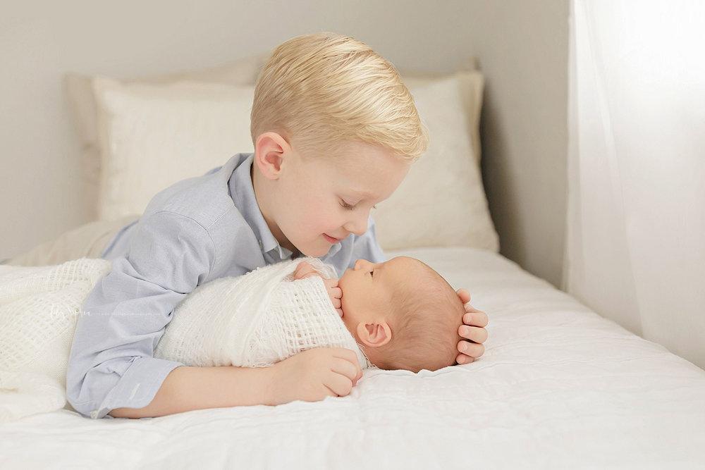 atlanta-georgia-natural-light-studio-newborn-baby-boy-family-brothers_2649.jpg