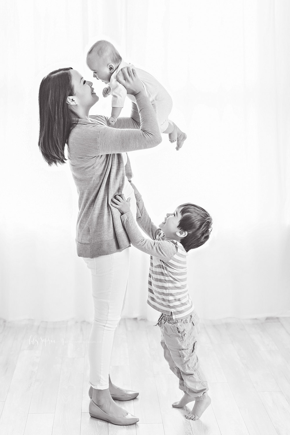 atlanta-georgia-natural-light-studio-intown-baby-boy-brothers-mommy-and-me-family-session_2933.jpg