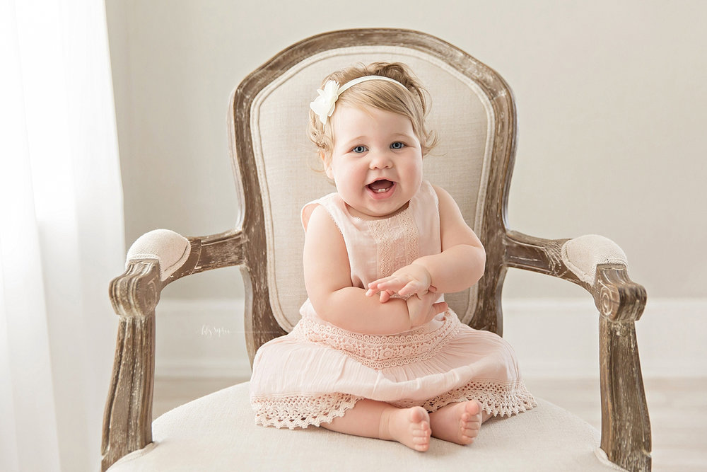 atlanta-georgia-natural-light-studio-intown-first-birthday-powder-springs-baby-girl-one-year-old-family-session-smash-cake_3081.jpg