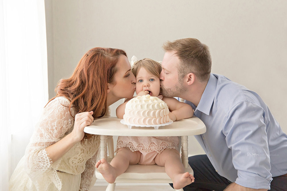 atlanta-georgia-natural-light-studio-intown-first-birthday-powder-springs-baby-girl-one-year-old-family-session-smash-cake_3083.jpg