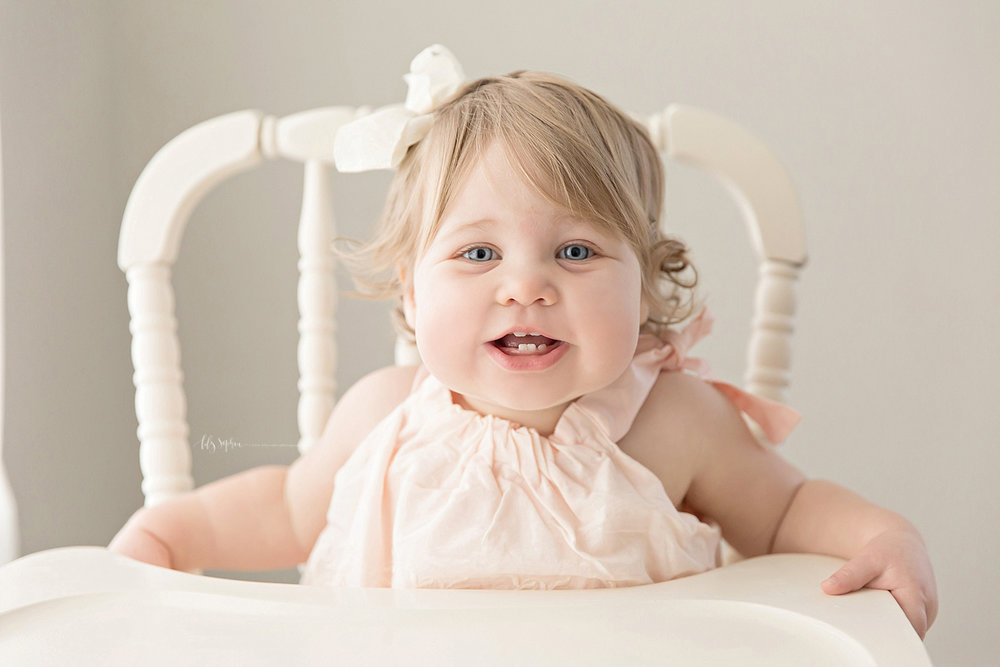 atlanta-georgia-natural-light-studio-intown-first-birthday-powder-springs-baby-girl-one-year-old-family-session-smash-cake_3084.jpg