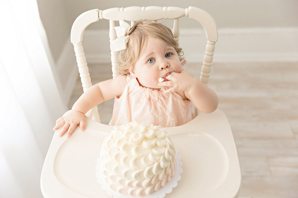 atlanta-georgia-natural-light-studio-intown-first-birthday-powder-springs-baby-girl-one-year-old-family-session-smash-cake_3087.jpg