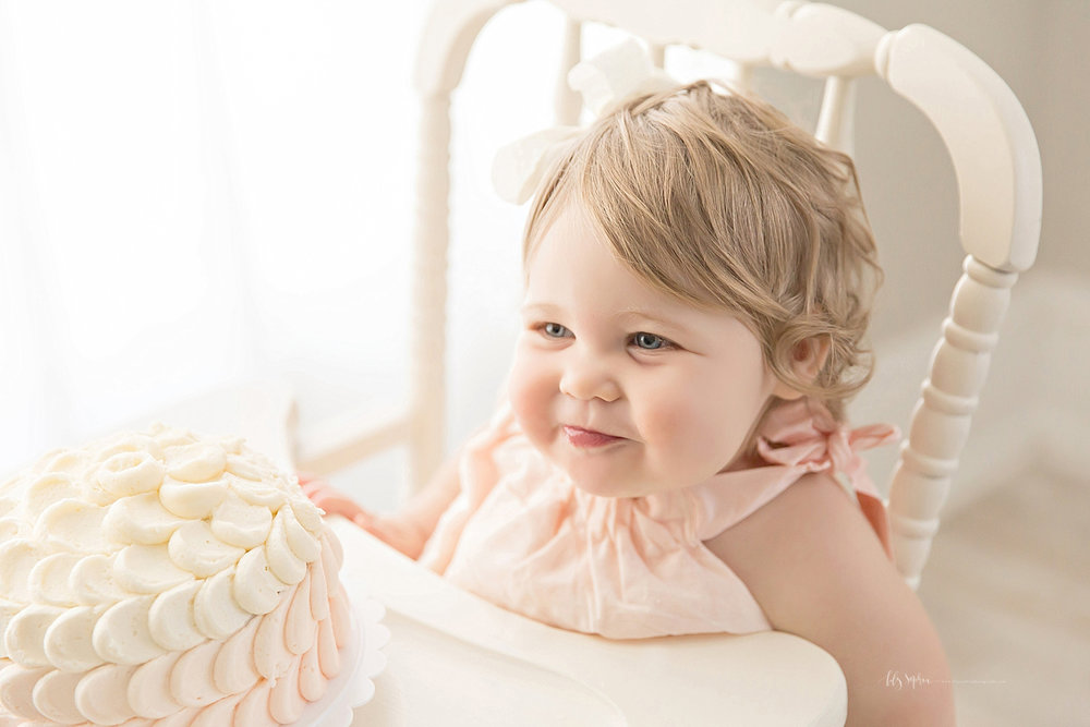 atlanta-georgia-natural-light-studio-intown-first-birthday-powder-springs-baby-girl-one-year-old-family-session-smash-cake_3088.jpg
