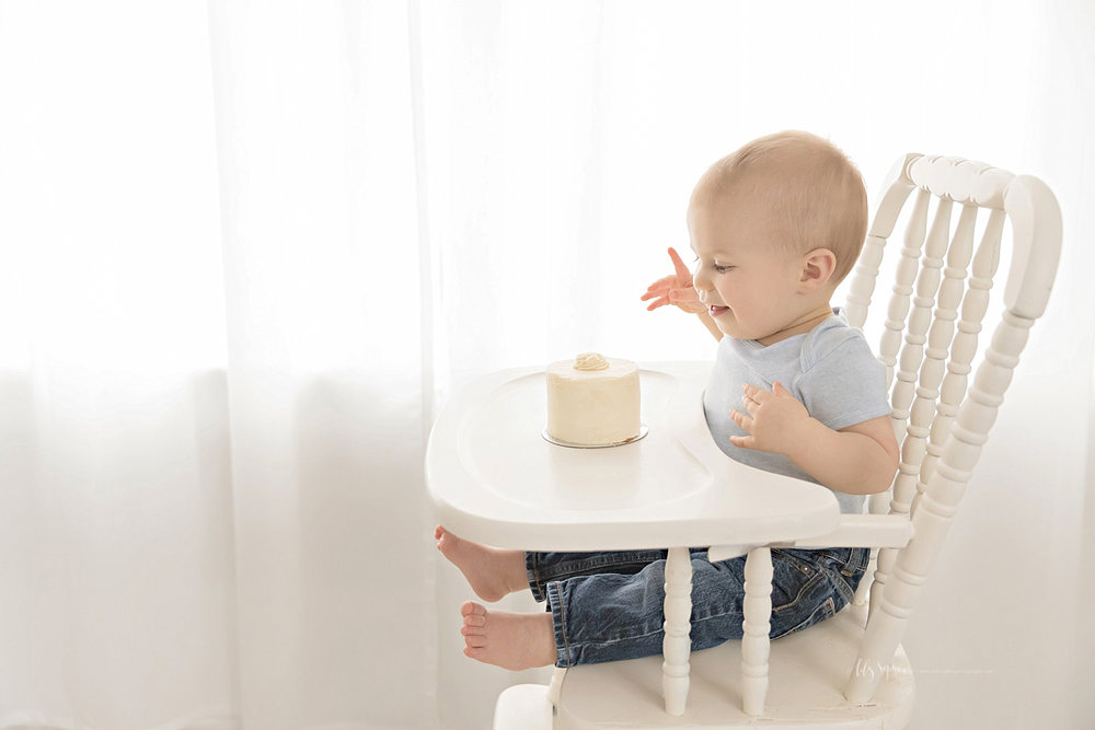 atlanta-georgia-natural-light-studio-intown-first-birthday-cake-smash-baby-boy-family_3151.jpg