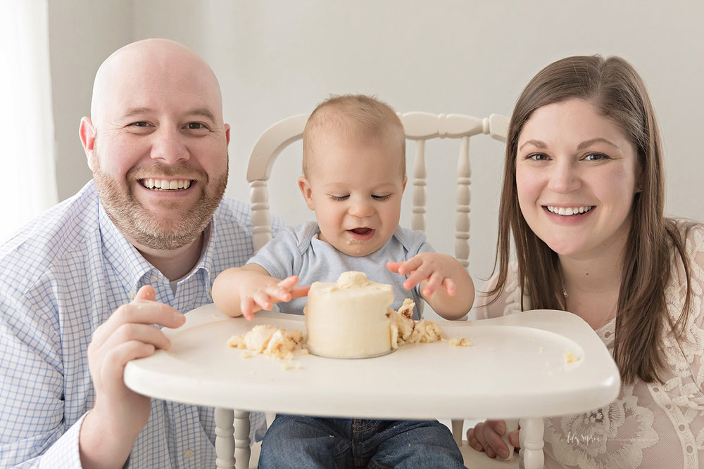 atlanta-georgia-natural-light-studio-intown-first-birthday-cake-smash-baby-boy-family_3153.jpg