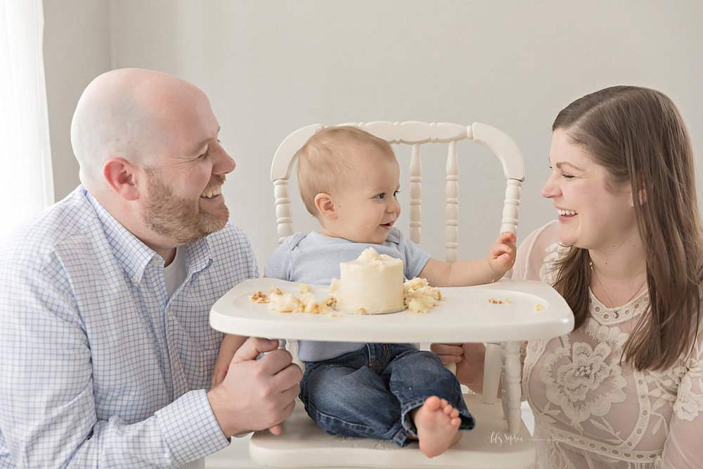 atlanta-georgia-natural-light-studio-intown-first-birthday-cake-smash-baby-boy-family_3154.jpg