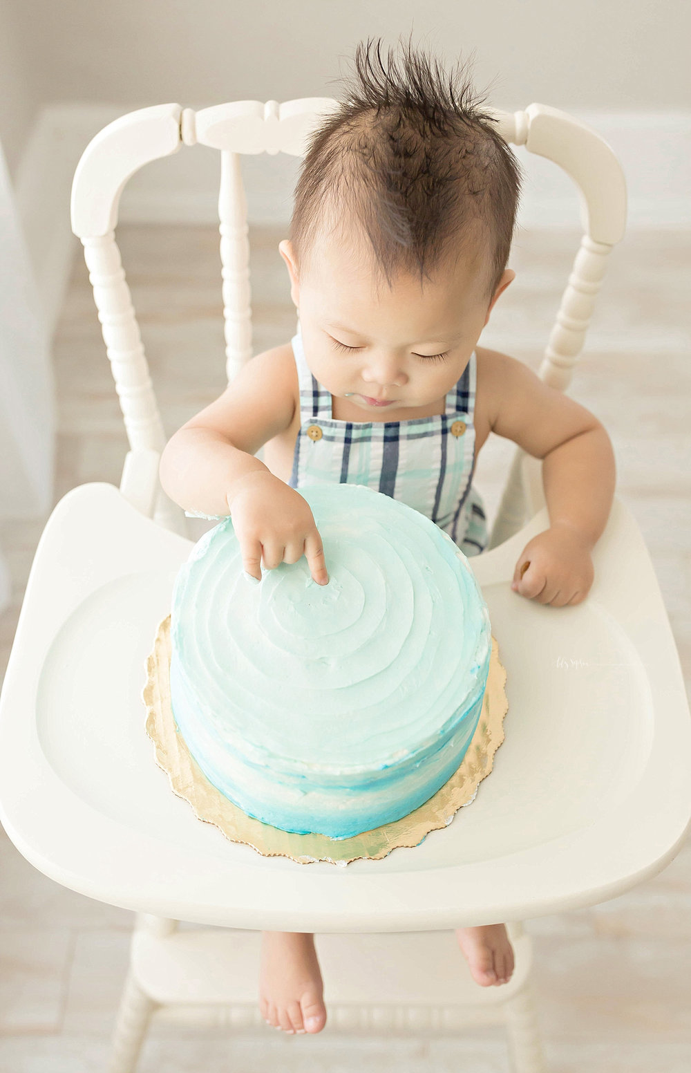 atlanta-georgia-natural-light-studio-intown-first-birthday-cake-smash-baby-boy-big-brother-lawrenceville_3187.jpg
