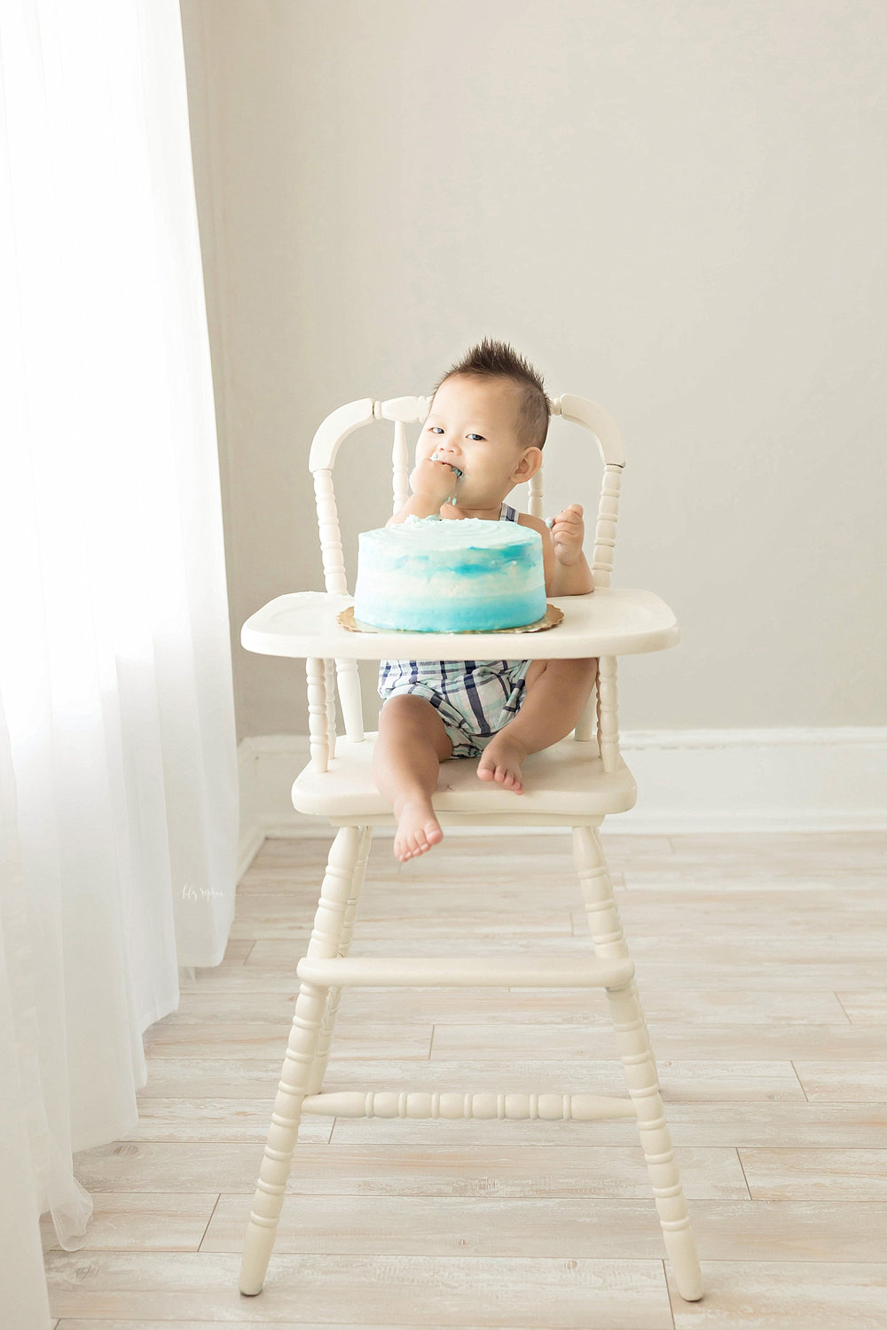 atlanta-georgia-natural-light-studio-intown-first-birthday-cake-smash-baby-boy-big-brother-lawrenceville_3191.jpg