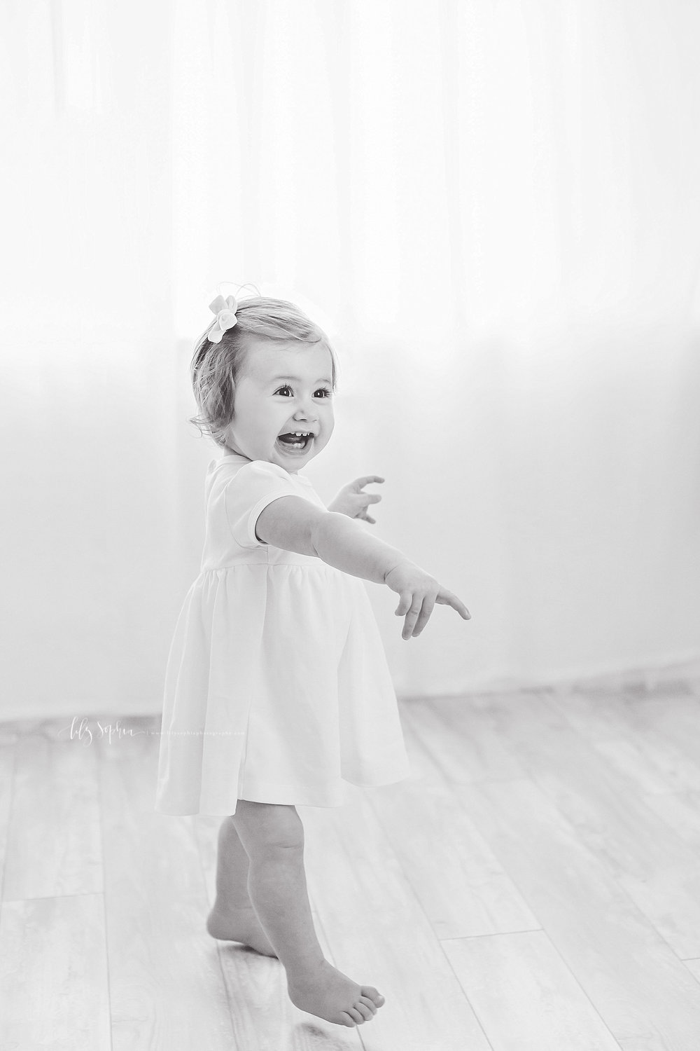 atlanta-georgia-natural-light-studio-intown-first-birthday-baby-girl-family-session_3368.jpg