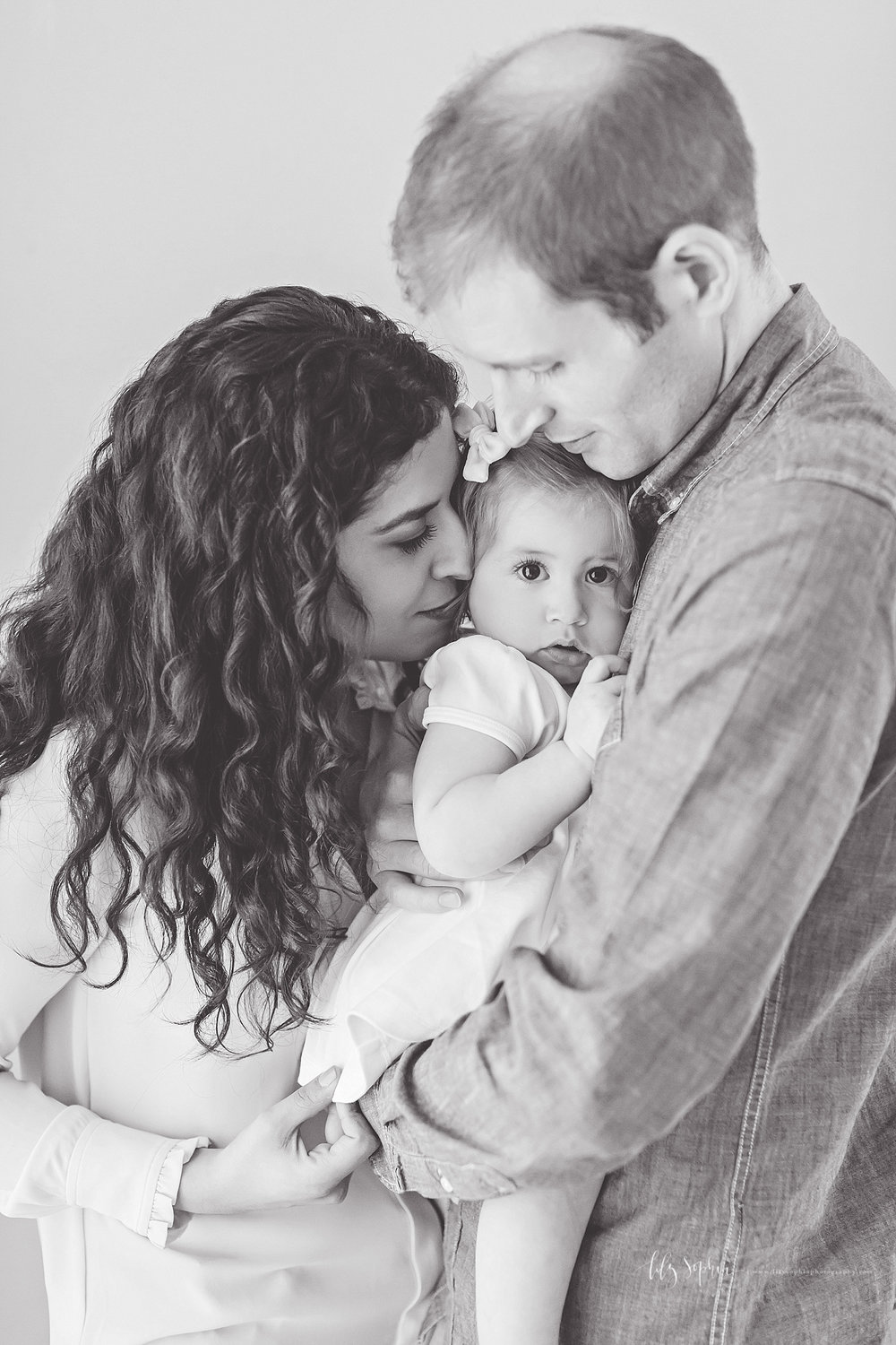 atlanta-georgia-natural-light-studio-intown-first-birthday-baby-girl-family-session_3369.jpg