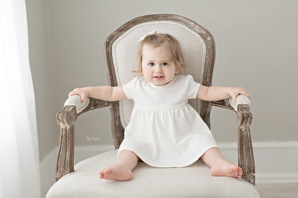 atlanta-georgia-natural-light-studio-intown-first-birthday-baby-girl-family-session_3374.jpg