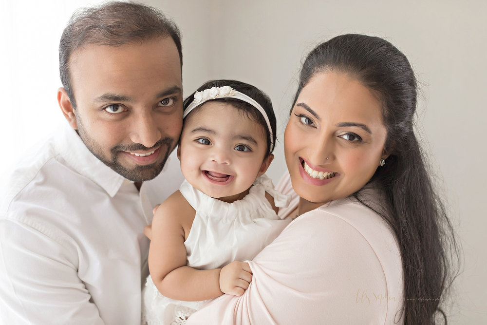 atlanta-buckhead-alpharetta-brookhaven-lily-sophia-photography-baby-family-milestone-photographer-studio-grant-park-intown-six-month-old-girl-indian-family_0087.jpg