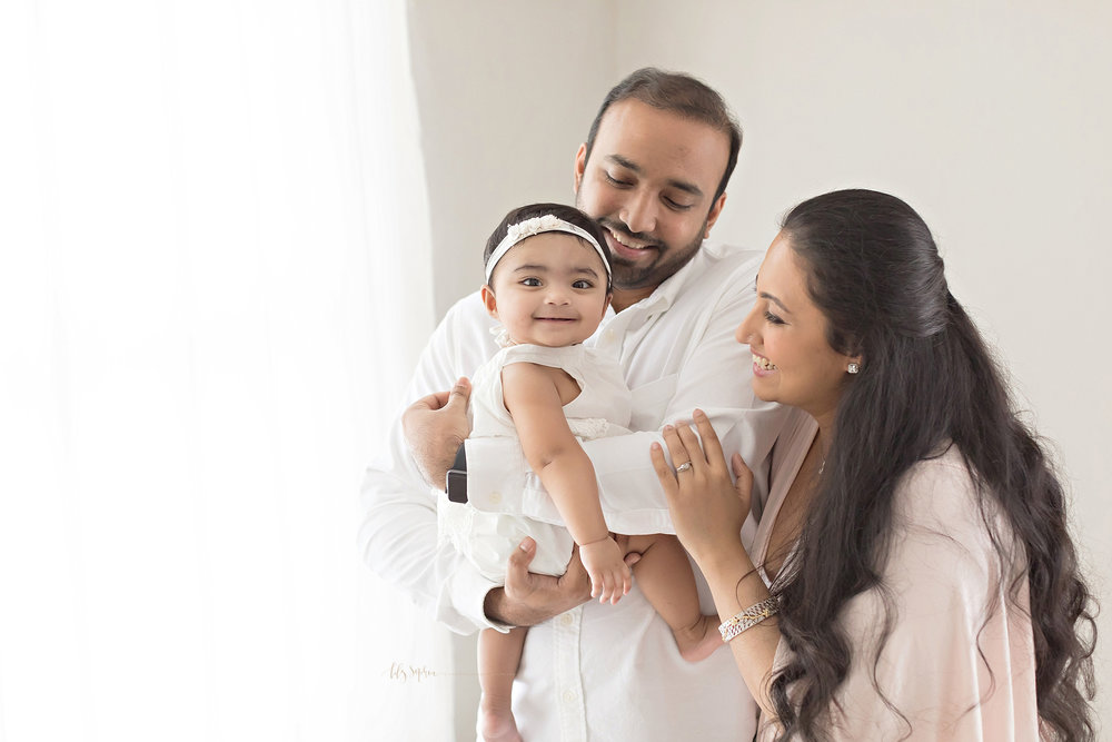 atlanta-buckhead-alpharetta-brookhaven-lily-sophia-photography-baby-family-milestone-photographer-studio-grant-park-intown-six-month-old-girl-indian-family_0089.jpg