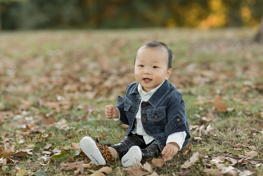 atlanta-buckhead-brookhaven-decatur-lily-sophia-photography--photographer-portraits-grant-park-intown-park-sunset-first-birthday-cake-smash-one-year-old-outdoors-cool-asian-american-family_0081.jpg