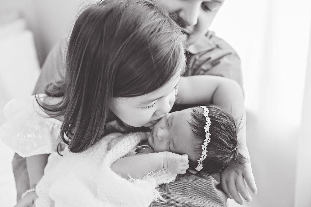 atlanta-buckhead-brookhaven-decatur-lily-sophia-photography-photographer-portraits-grant-park-intown-marietta-family-newborn-baby-girl-grandmother-black-and-white-photos-7.jpg