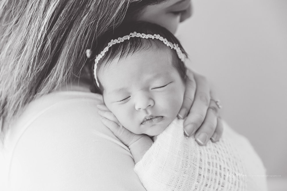 atlanta-buckhead-brookhaven-decatur-lily-sophia-photography-photographer-portraits-grant-park-intown-marietta-family-newborn-baby-girl-grandmother-black-and-white-photos-9.jpg