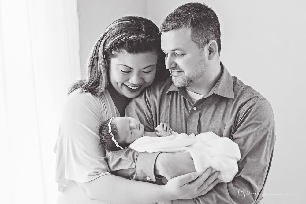 atlanta-buckhead-brookhaven-decatur-lily-sophia-photography-photographer-portraits-grant-park-intown-marietta-family-newborn-baby-girl-grandmother-black-and-white-photos-11.jpg