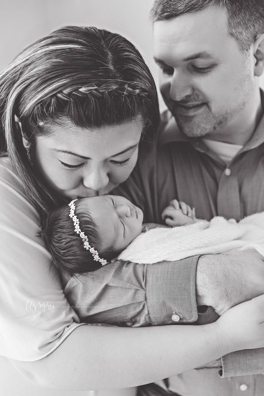 atlanta-buckhead-brookhaven-decatur-lily-sophia-photography-photographer-portraits-grant-park-intown-marietta-family-newborn-baby-girl-grandmother-black-and-white-photos-13.jpg