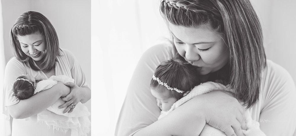 atlanta-buckhead-brookhaven-decatur-lily-sophia-photography-photographer-portraits-grant-park-intown-marietta-family-newborn-baby-girl-grandmother-black-and-white-photos-15.jpg