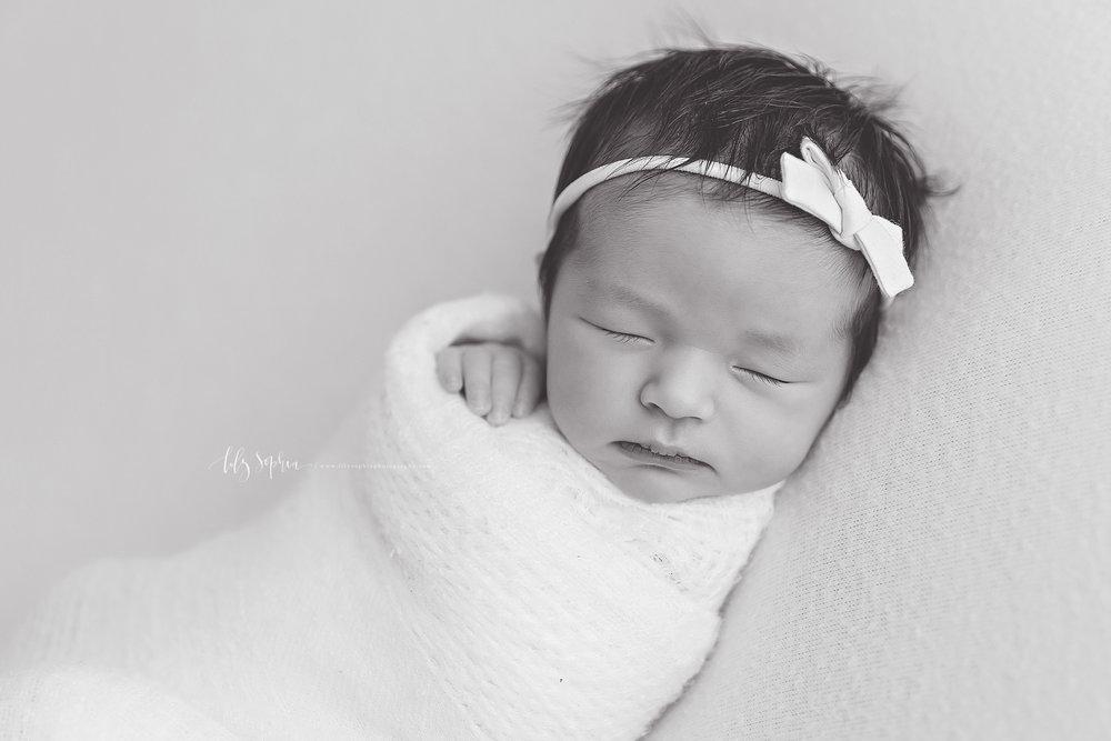 atlanta-buckhead-brookhaven-decatur-lily-sophia-photography-photographer-portraits-grant-park-intown-marietta-family-newborn-baby-girl-grandmother-black-and-white-photos-17.jpg