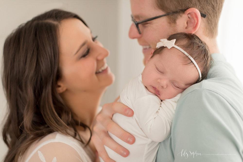 atlanta-buckhead-brookhaven-decatur-lily-sophia-photography-photographer-portraits-grant-park-intown-kirkwood-family-newborn-baby-girl-family-4.jpg