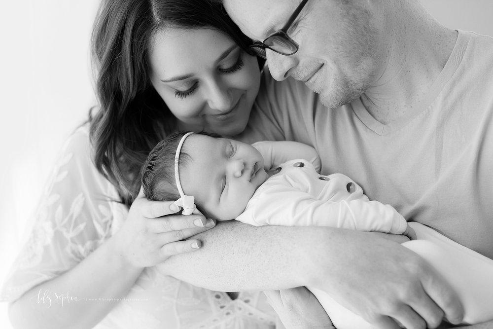 atlanta-buckhead-brookhaven-decatur-lily-sophia-photography-photographer-portraits-grant-park-intown-kirkwood-family-newborn-baby-girl-family-5.jpg
