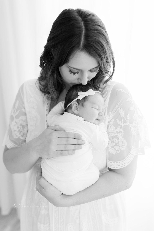 atlanta-buckhead-brookhaven-decatur-lily-sophia-photography-photographer-portraits-grant-park-intown-kirkwood-family-newborn-baby-girl-family-6.jpg