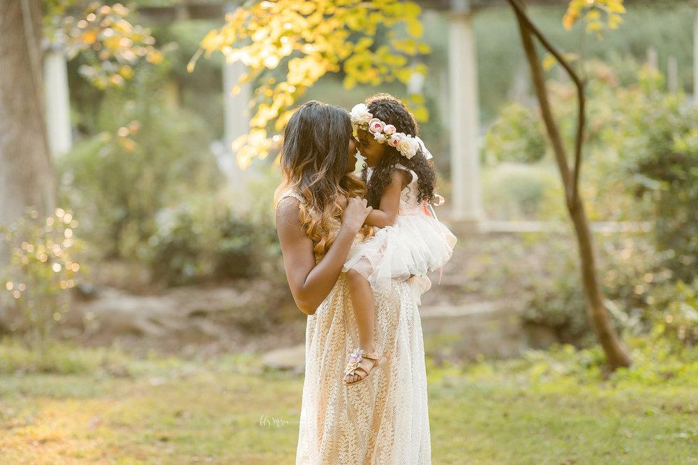 atlanta-midtown-lawrenceville-decatur-lily-sophia-photography-family-photographer-natural-light-garden-maternity-family-photos-big-sister_0265.jpg
