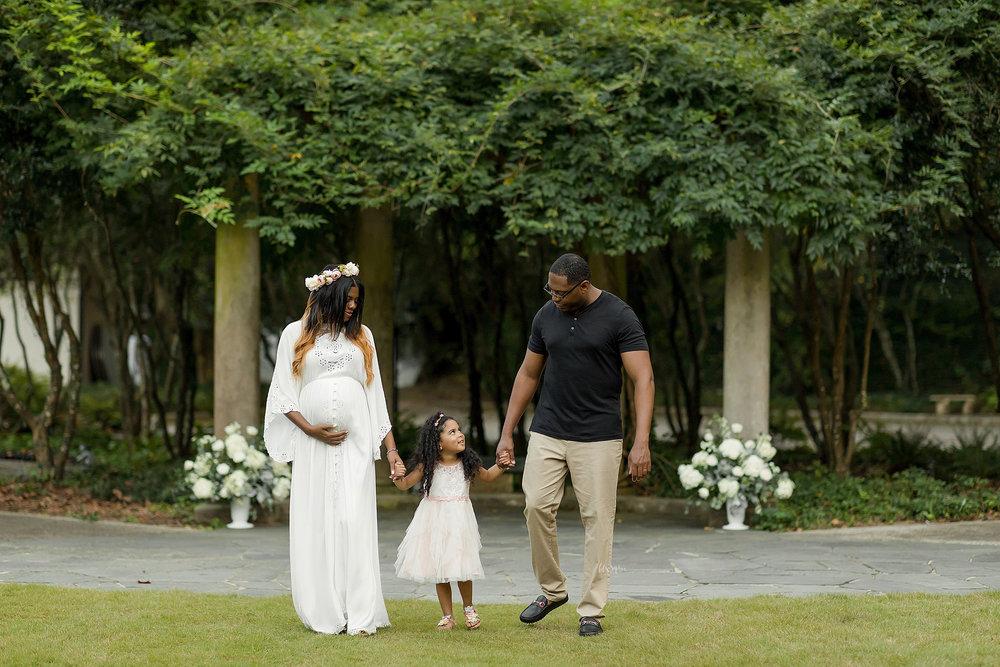 atlanta-midtown-lawrenceville-decatur-lily-sophia-photography-family-photographer-natural-light-garden-maternity-family-photos-big-sister_0276.jpg