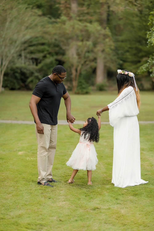atlanta-midtown-lawrenceville-decatur-lily-sophia-photography-family-photographer-natural-light-garden-maternity-family-photos-big-sister_0277.jpg
