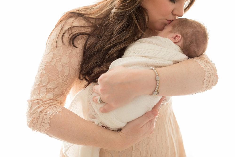 atlanta-midtown-decatur-lily-sophia-photography-family-photographer-newborn-baby-boy-grandparents-photo-gift_0326.jpg